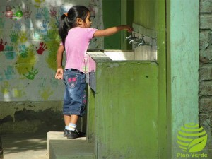 Wasser-ist-lebensnotwndig-Plan-Verde-e.V