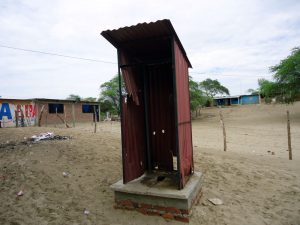 toilette-schule-los-ejidos-de-huan-piura-plan-verde-e-v