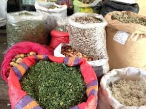 moringa-blaetter-und-samen-markt-piura-plan-verde-e-v
